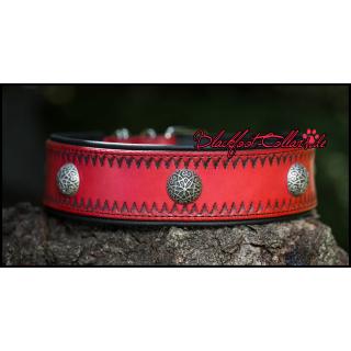 6cm breites Lederhalsband in rot / schwarz mit Muster und Ziernieten verstellbar von 54cm - 64cm