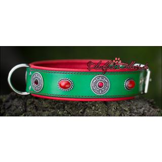 5cm breites Lederhalsband in grün / rot mit Ziernieten 52cm - 60cm