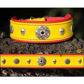 4cm breites Lederhalsband ( zur Schnalle hin auf 2cm Breite ) in gelb / rot mit Ziernieten 33cm - 39cm